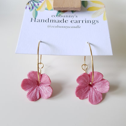 Flower on earring hoops / pearly pink