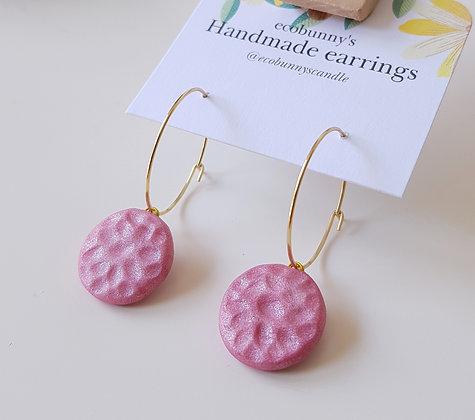 Textured circular button earrings / creamy pink 1.8cm