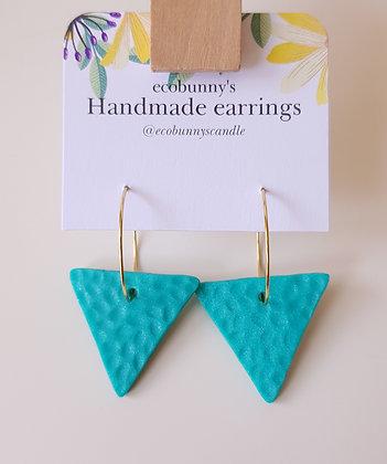 Triangular button earrings / blue-green