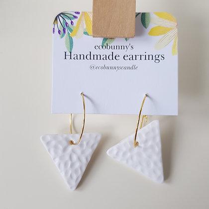Triangular button earrings / clean white