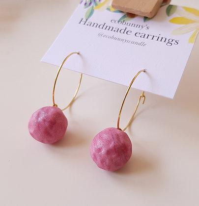 Sparkle creamy pink ball earrings