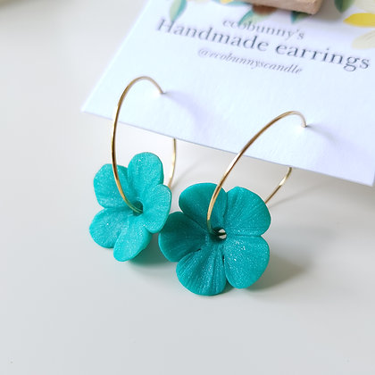 Flower on earring hoops / pearly blue-green