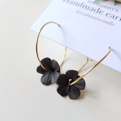Leaf on earring hoops / vintage black 1.2cm