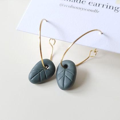 Leaf on earring hoops / vintage green