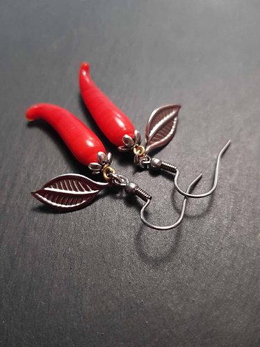 Boucles piment rouge en verre & feuille