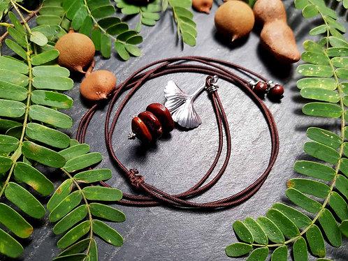 """Collier fil original """"Graines de tamarin & feuilles de ginkgo"""" - 2931"""
