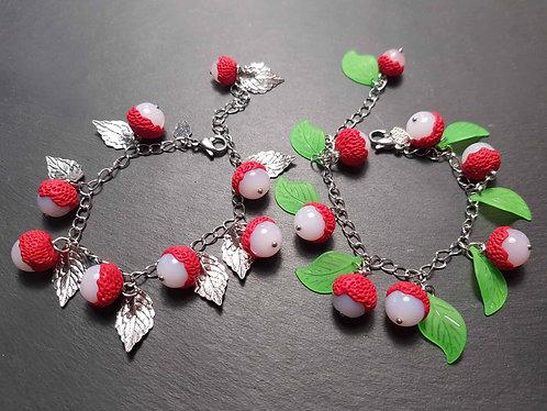 Bracelet breloques letchis, feuilles vertes / argentées AU CHOIX