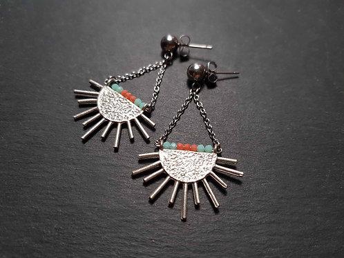 """Boucles clous """"rayonnaises"""", modèle demi soleil &, mini perles colorées - 3147"""