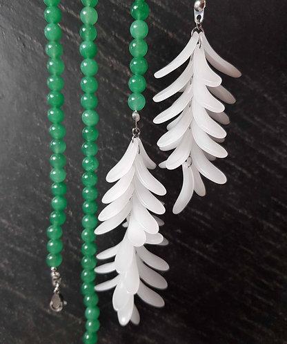 Sautoir original grappe de fleurs en cascade blanc opal & perles jade – 2935