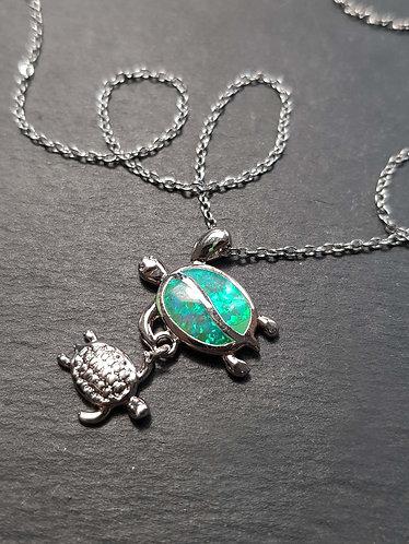 "Collier acier inox ""Maman tortue & son bébé"", vert opal – 2840"