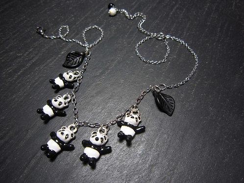Collier amusant petits pandas et feuilles en breloque - 1582