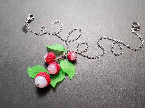 """Collier PETITE FILLE """"Letchis en grappe"""", fruits exotiques et feuilles vertes"""