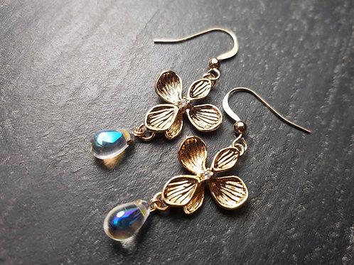 Boucles bohèmes fleurs d'or & gouttes irisées - 3025