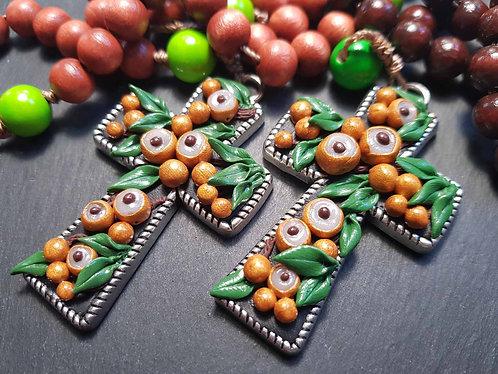 Chapelet décoratif croix ornée & perles bois, LONGANIS