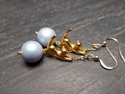 Longues boucles chatons acrobate doré & perle bleu clair - 2739