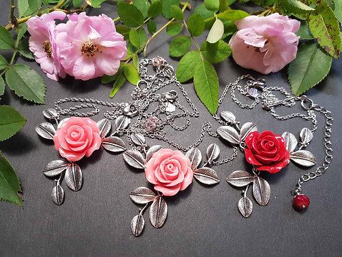 Collier rose & feuillages, couleur AU CHOIX - 2608