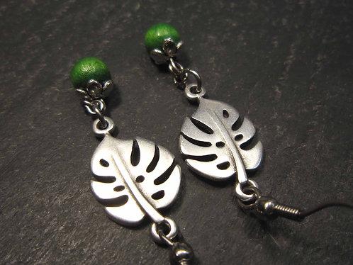 Boucles feuilles de monstera & perles vertes