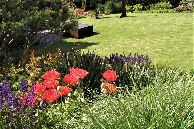Garten mit Kunst und Ausblick