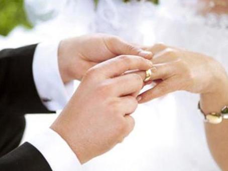Evliliklerin sağlıklı bir şekilde yürümesi için ailelerin nasıl bir tutum sergilemesi gerekir?