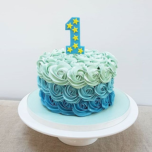 Blue ombr buttercream smash cake