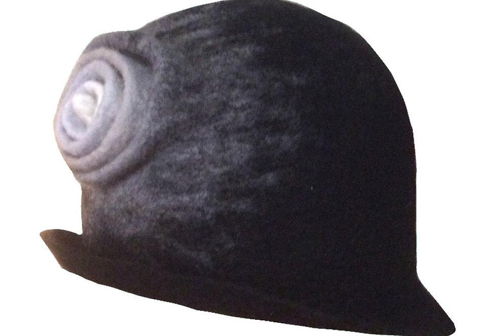 Cappello nero con soffietto grigio/Black hat with gray bellows