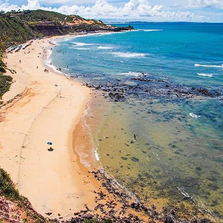 Romance na Praia: 4 destinos de sol e mar para aquecer o amor.