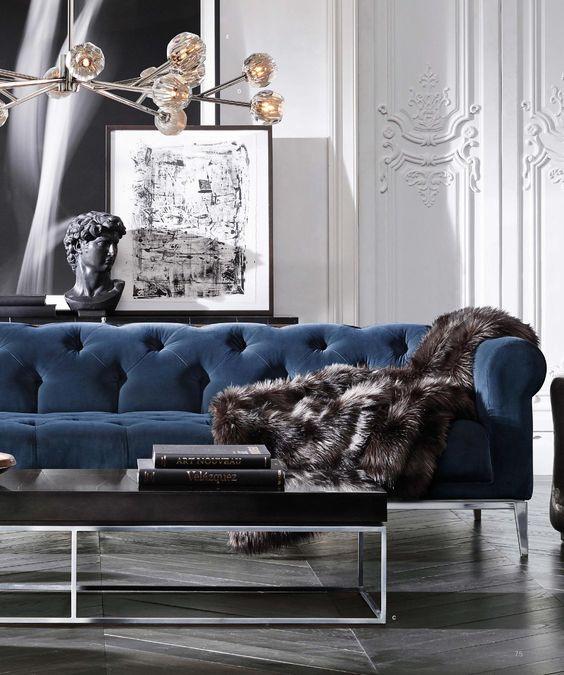 Sofá de designer decorado na sala