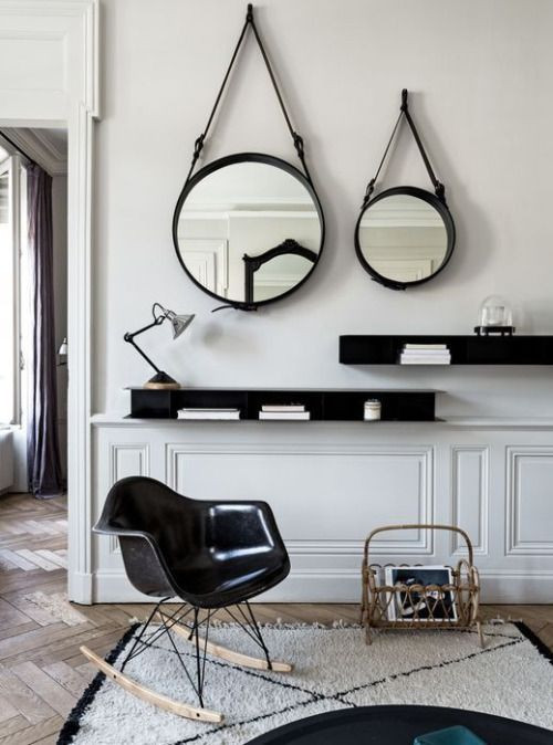 Espelho redondo Adnet com cadeira Eames