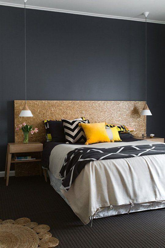 Cabeceira de cama em material bruto