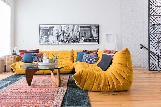Sofá em estilo eclético e despojado