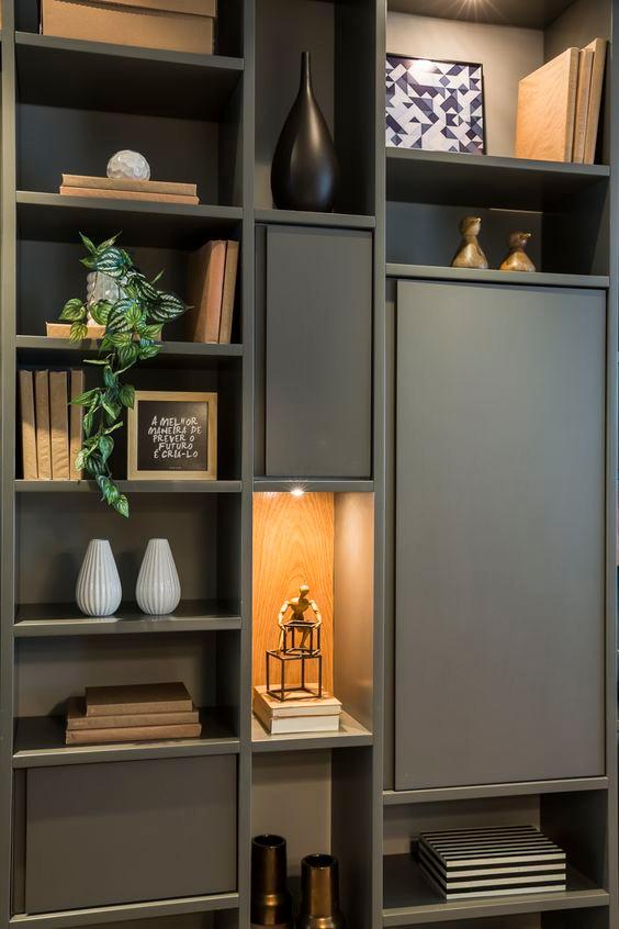Evitar erros decorar estantes de sala