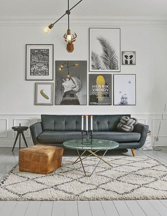 Parede galeria com composição asimétrica