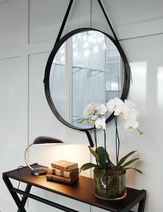 Entrada com espelho redondo Adnet