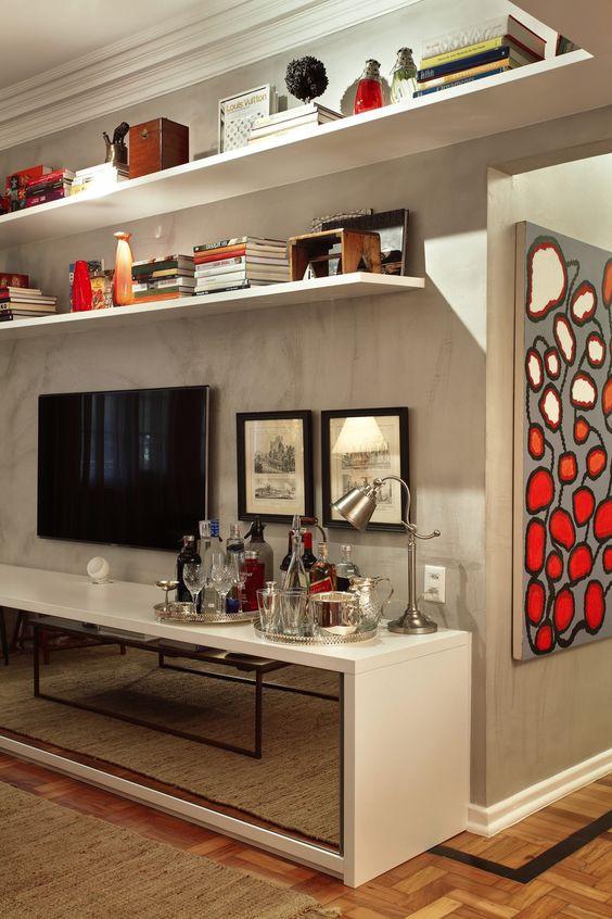 Como decorar o rack da TV - bandejas