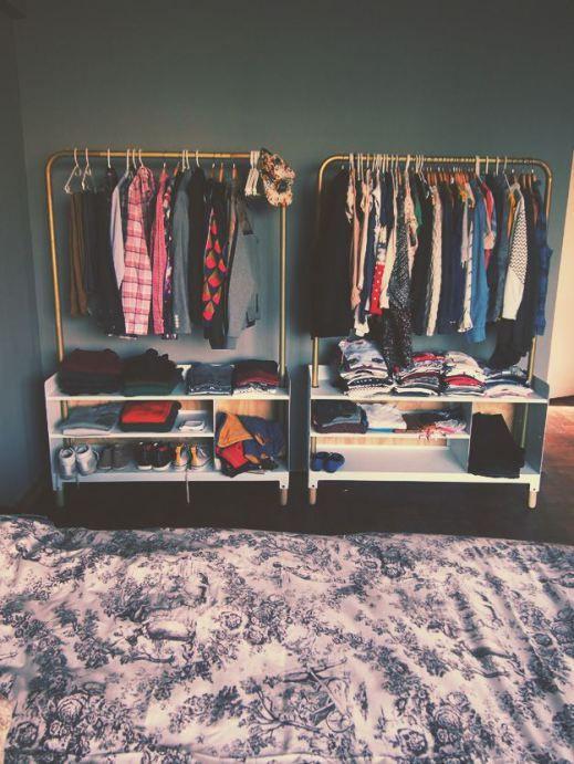 Araras de roupa para economizar em móveis