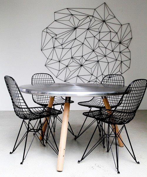Cadeira Eames feito em metal