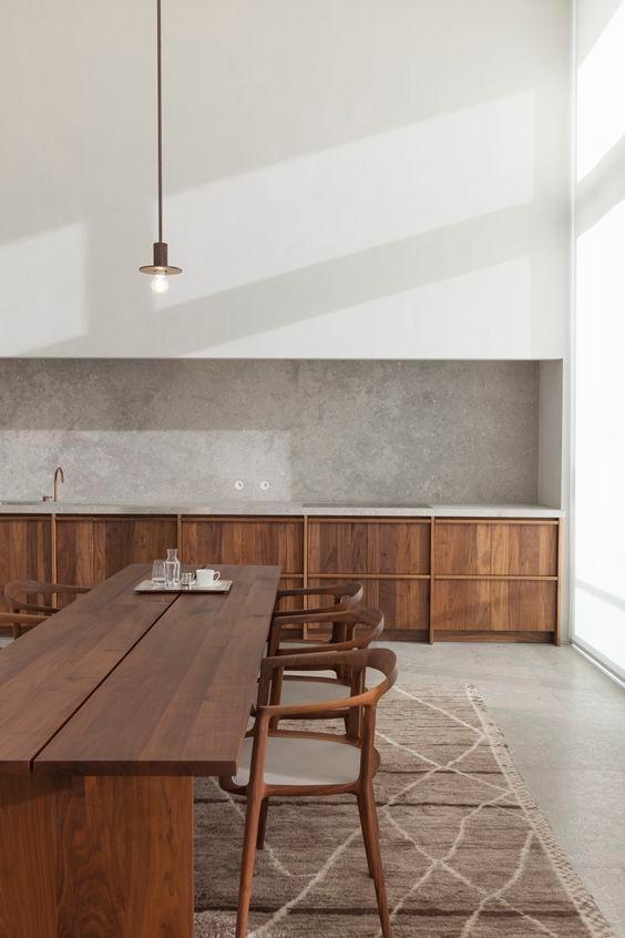 Cozinha com decoração minimalista em madeira