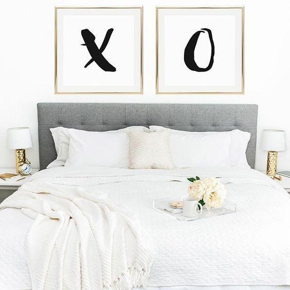 Jogo de cama com decoração neutra