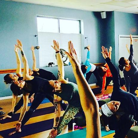 #hotyogastudio #yogaaddict #cometoclassw