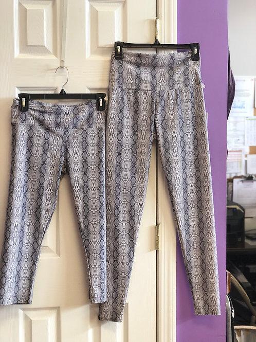 Onzie capri and Capri leggings gray and white