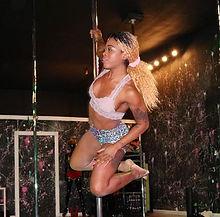 Pole Dancer in motion #polefelonyfitness #polefelons #pffismybff #polefitness #twerkinginnandzins #t