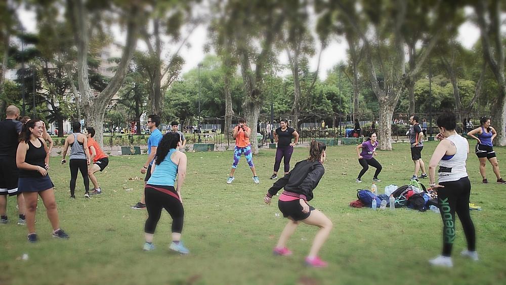 entrenamiento aire libre fitness parque centenario