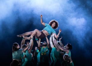 Salder's Well et Universal Music UK. The extraordinary new dance show: Message in a bottle.