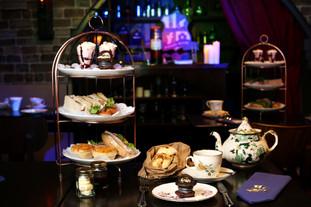 On prend un thé enchanté au Potion Room.