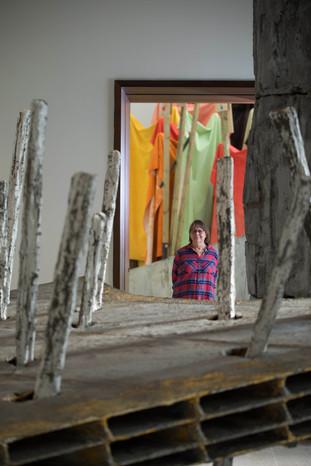 Phyllida Barlow's 'cul-de-sac' à la Royal Academy of Arts.
