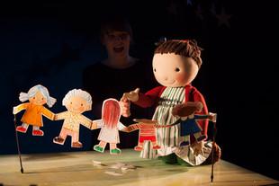 """Sorties en famille. Un conte magique, """"The paper Dolls"""" au Little Angel Théâtre."""