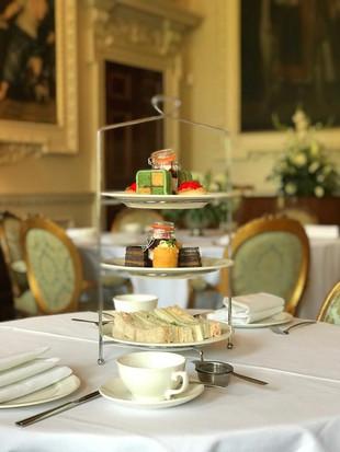 Un délicieux thé anglais à Hawkstone Hall & Gardens.
