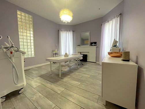 Glamore Beauty Bar. Bramptons number one nail salon and skin care clinic.
