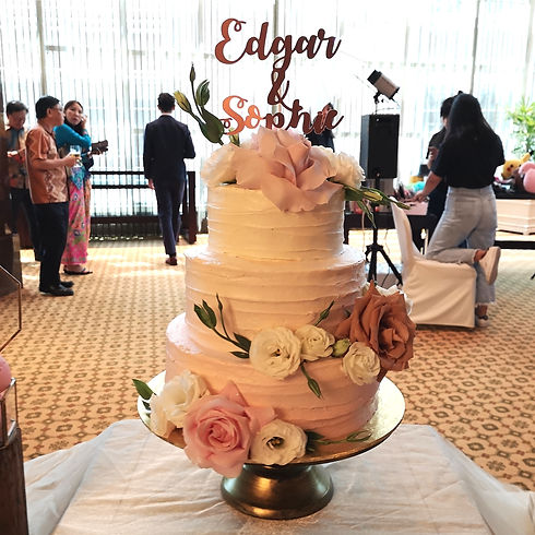 Pastel Pink ombre Floral Cake.jpg