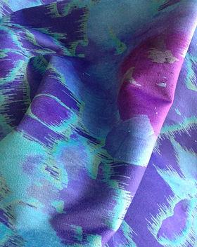 Ikat Textile-Sur Mesure-Motif Ikat-Harmonies--Violette-Prune-Turquoise-Motif-Floral-Chaleureux